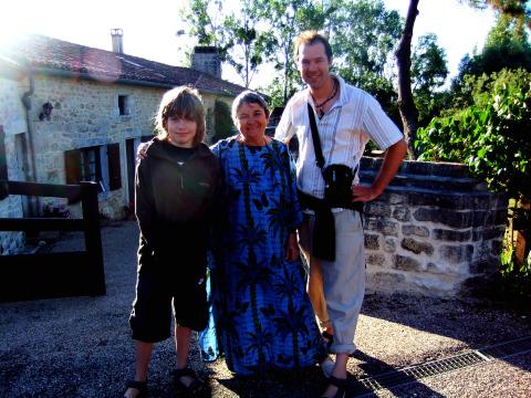 Annick & boys in St Sornin