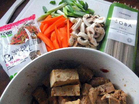 marinating tofu with veg, noodles & mix