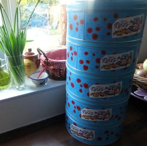 cadbury roses tin
